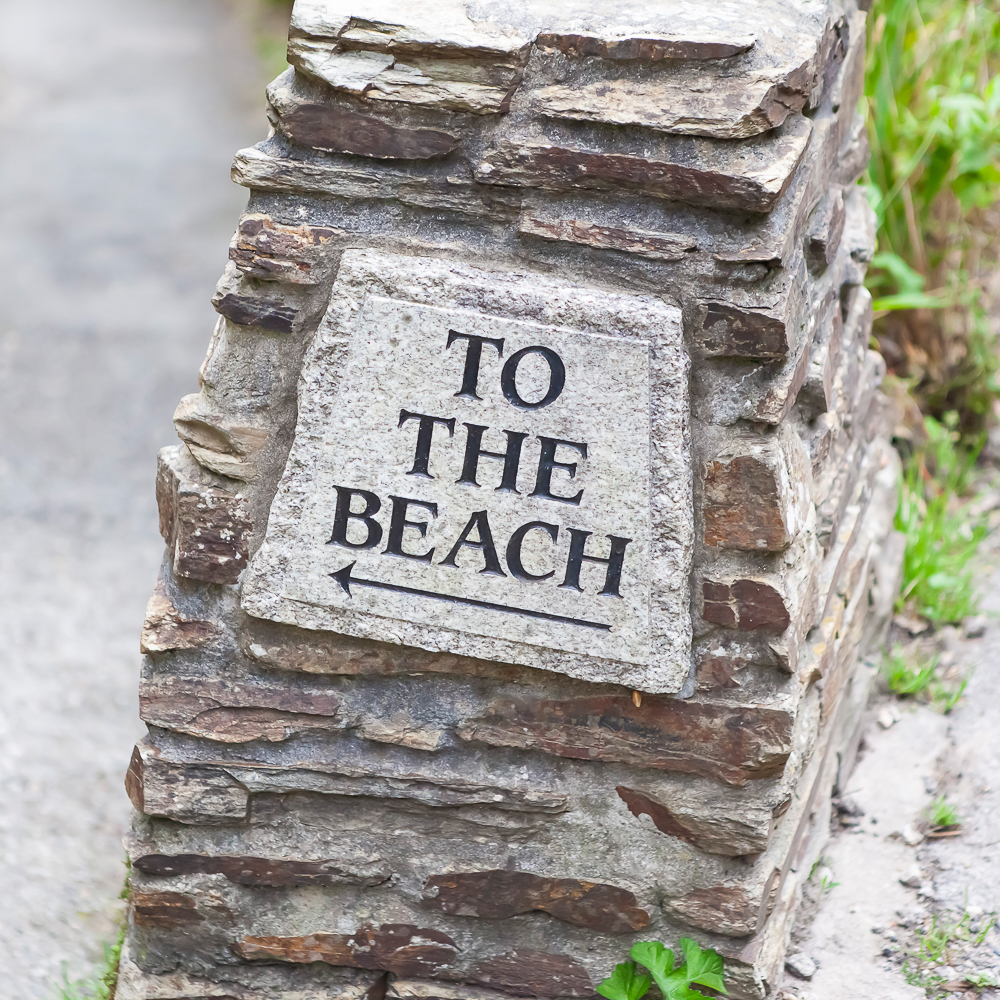 To the beach sign _