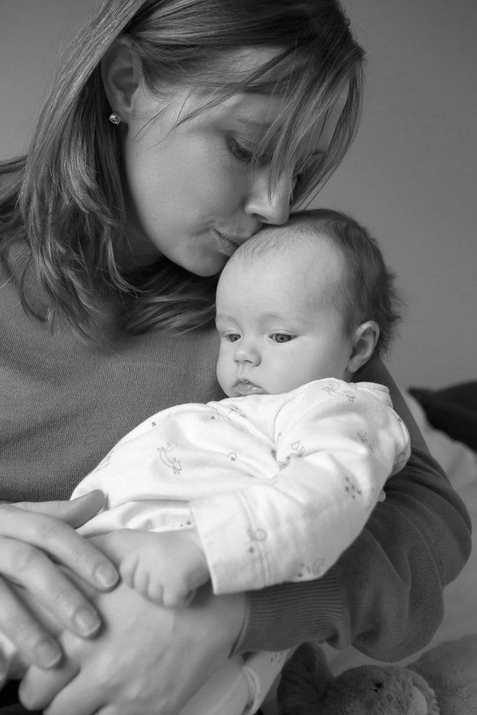 bucks newborn photography mum kissing baby on head